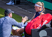 Rosmalen, Netherlands, 13 June, 2019, Tennis, Libema Open, Kiki Bertens (NED) calls her coach Raemon Sluiter to the court<br /> Photo: Henk Koster/tennisimages.com