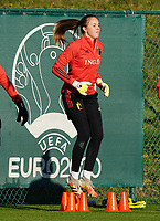20200911 - TUBIZE , Belgium :Goalkeeper Lisa Lichtfus jumps over the stumps during the training session of the Belgian Women's National Team, Red Flames ahead of the Women's Euro Qualifier match against Switzerland, on the 28th of November 2020 at Proximus Basecamp. PHOTO: SEVIL OKTEM   SPORTPIX.BE
