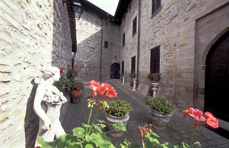 Il Castello Malaspina a Varzi, paese in provincia di Pavia --- Malaspina Castle at the village of Varzi (Pavia)