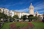 Spain, Costa Blanca, Valencia: Plaza de la Reina with the El Micalet bell tower and Valencia Cathedral | Spanien, Costa Blanca, Valencia: Plaza de la Reina mit dem El Micalet Glockenturm und der Kathedrale von Valencia