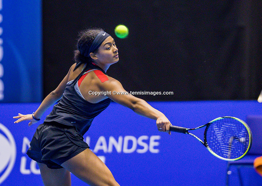 Rotterdam, Netherlands, December 17, 2017, Topsportcentrum, Ned. Loterij NK Tennis, Final woman's single:  Dinah Cameron (NED)<br /> Photo: Tennisimages/Henk Koster