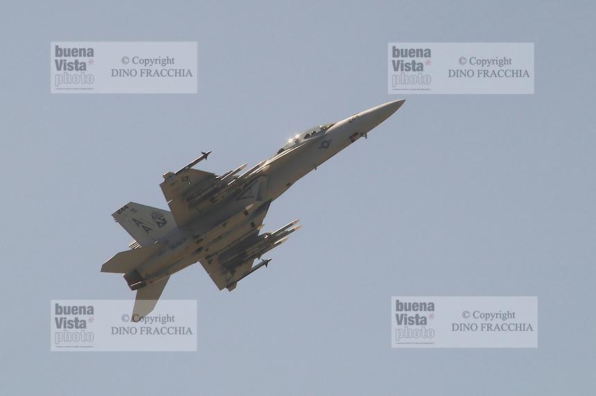 - USA fighter aircraft  F 18 Super Hornet in flight ....- aereo da caccia USA F 18 Super Hornet in volo