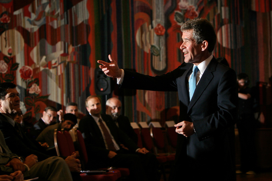 Moscow, Russia, 02/07/2004..BP CEO Lord John Browne addressing TNK-BP executive staff during a visit to Moscow.