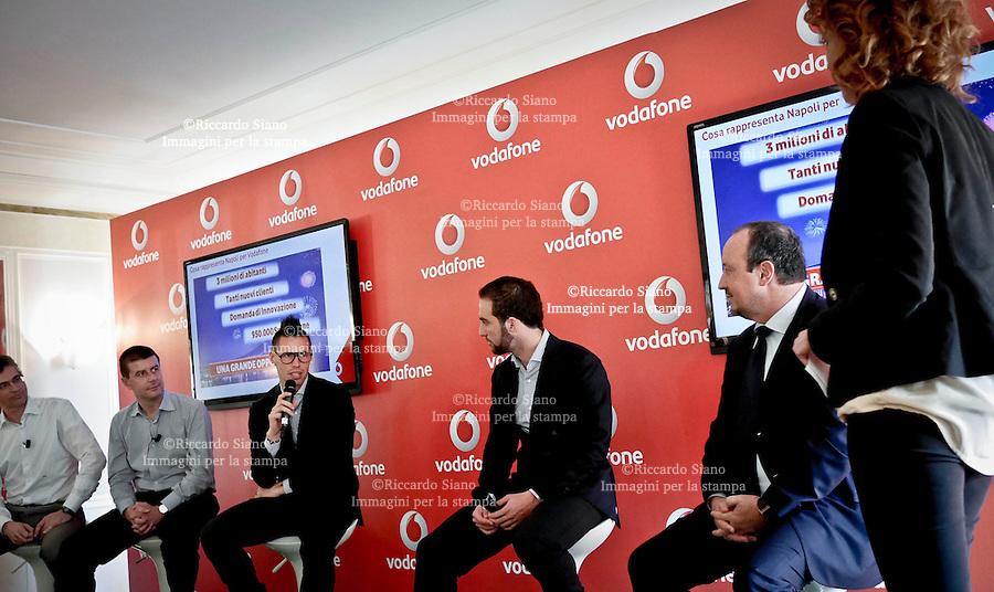 - NAPOLI 25 FEB  2014 -  Rresentazione nuova linea veloce di Vodafone con i campioni del Napoli Marek Hamsi, Gonzalo Higuain e Rafa Benitez