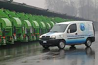 - refueling station for the fleet of garbage trucks  methane gas propelled of AMSA of Milan (Milan Company for Environmental Services), experimental Fiat Doblò van powered by hydrogen gas....- stazione di rifornimento per la flotta di camion per la raccolta di rifiuti  alimentata a gas metano dell'AMSA di Milano (Azienda Milanese per i Servizi Ambientali), furgone Fiat Doblò sperimentale alimentato a gas idrogeno