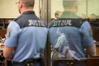"""Am Donnerstag den 7. April 2016 begann vor dem 1. Strafsenat des Berliner Kammergerichts die Hauptverhandlung gegen den 30-jaehrigen Gadzhimurad K. wegen des Verdachts der Werbung fuer die Terrororganisation """"Islamischer Staat"""" (IS). Dem Angeklagten wird ferner die Billigung von Straftaten durch den IS vorgeworfen.<br /> Der Angeklagte, ein Berliner Imam, soll im November 2014 im Internet ein von ihm selbst erstelltes Video mit dem Titel """"Haerte im Jihad"""" veroeffentlicht haben, in dem er der Terrororganisation IS huldige und in Form einer Predigt für die Teilnahme am bewaffneten Kampf des IS werbe. Weiter soll er im Mai 2015 in einem Interview die Toetung eines gefangenen jordanischen Piloten und eines in Syrien entfuehrten US-amerikanischen Journalisten durch den IS religioes gerechtfertigt und gebilligt haben.<br /> Gadzhimurad K. soll eine enge Kontaktperson der Mitglieder eines Berliner Moscheevereins, Ismet D. und Emin F., sein, gegen die bereits seit dem 8. Januar 2016 vor dem Kammergericht wegen des Verdachts der Unterstuetzung einer auslaendischen terroristischen Vereinigung verhandelt wird.<br /> Im Bild: Der Angeklagte hinter Panzerglass.<br /> 7.4.2016, Berlin<br /> Copyright: Christian-Ditsch.de<br /> [Inhaltsveraendernde Manipulation des Fotos nur nach ausdruecklicher Genehmigung des Fotografen. Vereinbarungen ueber Abtretung von Persoenlichkeitsrechten/Model Release der abgebildeten Person/Personen liegen nicht vor. NO MODEL RELEASE! Nur fuer Redaktionelle Zwecke. Don't publish without copyright Christian-Ditsch.de, Veroeffentlichung nur mit Fotografennennung, sowie gegen Honorar, MwSt. und Beleg. Konto: I N G - D i B a, IBAN DE58500105175400192269, BIC INGDDEFFXXX, Kontakt: post@christian-ditsch.de<br /> Bei der Bearbeitung der Dateiinformationen darf die Urheberkennzeichnung in den EXIF- und  IPTC-Daten nicht entfernt werden, diese sind in digitalen Medien nach §95c UrhG rechtlich geschuetzt. Der Urhebervermerk wird gemaess §13 UrhG verlangt.]"""
