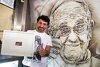 Questo mural s' stato fatto a sorpresa e ritrae Papa Francesco che fa il segno ok. L'autore e' C215 che nella foto mostra un biglietto<br /> Pope Francis with the author, C215, that shows the ticket<br /> Roma 08-05-2014 Stazione Metro Piazza di Spagna. Sei writers francesi hanno accettato, in due notti, di fare altrettanti murales di street art nella stazione della Metro Piazza di Spagna. Le stesse immagini saranno stampate su speciali biglietti della metro e per un periodo limitato di tempo. <br /> Six french writers accepted to paint six murales to embellish the Rome's Metro Station Spanish Steps (Spain Square). The paintings will be printed on a special edition of tickets, sold for a limited period.<br /> Photo Samantha Zucchi Insidefoto