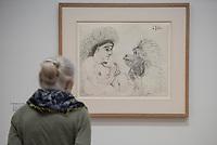 """Die Ausstellung """"Picasso. Das spaete Werk"""" wird vom 9. Maerz bis 16. Juni 2019 im Potsdamer Museum Barberini gezeigt.  Alle Leihgaben, Gemaelde, Keramiken, Skulpturen und Graphiken von Pablo Picasso (1881–1973), stammen aus der Sammlung Jacqueline Picasso (1927–1986).<br /> In der von Gastkurator Bernardo Laniado-Romero getroffenen Auswahl befinden sich zahlreiche Werke, die erstmalig in Deutschland gezeigt werden sowie einige, die zum ersten Mal in einem Museum praesentiert werden.<br /> Im Bild: """"Die Dame und der Affe"""", Bleistift auf Papier, vom 6. Juli 1966.<br /> 7.3.2019, Potsdam<br /> Copyright: Christian-Ditsch.de<br /> [Inhaltsveraendernde Manipulation des Fotos nur nach ausdruecklicher Genehmigung des Fotografen. Vereinbarungen ueber Abtretung von Persoenlichkeitsrechten/Model Release der abgebildeten Person/Personen liegen nicht vor. NO MODEL RELEASE! Nur fuer Redaktionelle Zwecke. Don't publish without copyright Christian-Ditsch.de, Veroeffentlichung nur mit Fotografennennung, sowie gegen Honorar, MwSt. und Beleg. Konto: I N G - D i B a, IBAN DE58500105175400192269, BIC INGDDEFFXXX, Kontakt: post@christian-ditsch.de<br /> Bei der Bearbeitung der Dateiinformationen darf die Urheberkennzeichnung in den EXIF- und  IPTC-Daten nicht entfernt werden, diese sind in digitalen Medien nach §95c UrhG rechtlich geschuetzt. Der Urhebervermerk wird gemaess §13 UrhG verlangt.]"""
