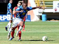 TUNJA - COLOMBIA, 30-01-2021: Santiago Orozco de Patriotas Boyaca F. C. y Boris Palacios de Boyaca Chico F. C. disputan el balon, durante partido de la fecha 3 entre Patriotas Boyaca F. C. y Boyaca Chico F. C. por la Liga BetPlay DIMAYOR I 2021, jugado en el estadio La Independencia de la ciudad de Tunja. / Santiago Orozco of Patriotas Boyaca F. C. and Boris Palacios of Boyaca Chico F. C. fight for the ball, during a match of the 3rd date between Patriotas Boyaca F. C. and Boyaca Chico F. C. for the BetPlay DIMAYOR I 2021 League played at the La Independencia stadium in Tunja city. / Photo: VizzorImage / Macgiver Baron / Cont.