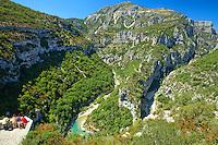 France, Alpes-de-Haute-Provence (04), parc naturel régional du Verdon, Gorges du Verdon, vue sur le Verdon et la Brèche Imbert depuis le belvédère du balcon de la Mescla // France, Alpes de Haute Provence, Parc Naturel Regional du Verdon (Natural Regional Park of Verdon), Gorges of the Verdon river, view on the Verdon river and the Breche Imbert from the panoramic viewpoint of the balcony of the Mescla
