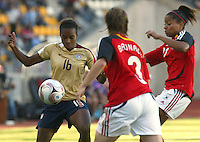 Coquimbo, Chile: American's player Nikki Washington (L) dispute the ball with germany´s player Nicole Banecki (R) during the semi-final match in the Fifa U-20 Women´s World Cup at Francisco Sanchez Rumoroso stadium in Coquimbo, located at 459 kilometers north of Santiago, on December 4 th, 2008. By Grosnia / ISIphotos.com