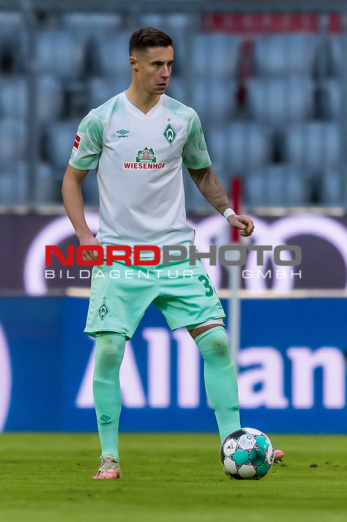 21.11.2020, Allianz Arena, Muenchen, GER,  FC Bayern Muenchen SV Werder Bremen <br /> <br /> <br />  im Bild Marco Friedl (SV Werder Bremen #32) <br /> <br />  ,Ball am Fuss, Hochformat Einzelaktion, Ganzkörper / Ganzkoerper <br /> <br /> Foto © nordphoto / Straubmeier / Pool/ <br /> <br /> DFL regulations prohibit any use of photographs as image sequences and / or quasi-video.