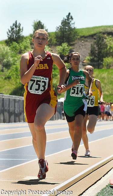 Inertia Photo/Dick Kettlewell:  Girls' 4x800 relay - 1st heat.