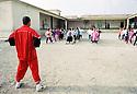 Irak 2000  Halabja: Cours de gymnastique dans une école  Iraq 2000 Halabja: gymnastic for girls in a school