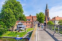 Historisches Bootshaus der Ritterakademie und Albrecht-Schönherr-Brücke, Dominsel, Bandenburg an der Havel, Brandenburg, Deutschland