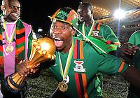 Esultanza Collins Mbesuma con la coppa.Libreville 12/2/2012 .Football Calcio 2012.Coppa d'Africa.Zambia Costa d'Avorio.Foto Insidefoto / Christian Liewig / FEP / Panoramic.ITALY ONLY