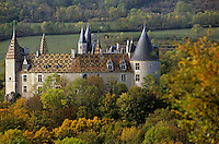 Europe/France/Bourgogne/21/Côte d'Or/La Rochepot: château féodal et ses toits de tuiles vernissées