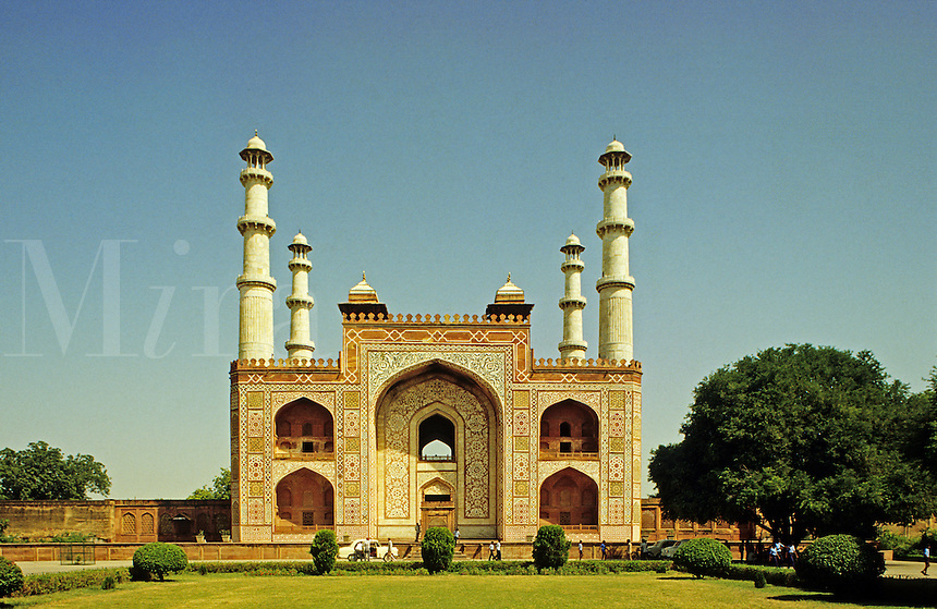 India. Gateway to the Emperor Akbar's Tomb on the Delhi-Agra road. Fatehpur Sikri..