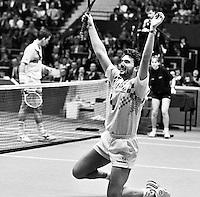 1991, ABN WTT, Rotterdam, Omar Camporese gaat door de knieen, hij heeft zojuist Lendl verslagen