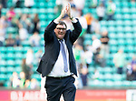 Hibs v St Johnstone….24.08.19      Easter Road     SPFL <br />Tommy Wright appluds the fans at full time<br />Picture by Graeme Hart. <br />Copyright Perthshire Picture Agency<br />Tel: 01738 623350  Mobile: 07990 594431