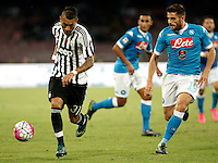 Calcio, Serie A: Napoli vs Juventus. Napoli, stadio San Paolo, 26 settembre 2015. <br /> Juventus' Roberto Pereyra, left, is challenged by Napoli's David Lopez Silva during the Italian Serie A football match between Napoli and Juventus at Naple's San Paolo stadium, 26 September 2015.<br /> UPDATE IMAGES PRESS/Isabella Bonotto