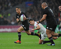 Aaron Smith of New Zealand breaks free from Ben Youngs of England during the Quilter International match between England and New Zealand at Twickenham Stadium on Saturday 10th November 2018 (Photo by Rob Munro/Stewart Communications)