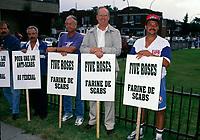 August 1994 File Photo -  Employees of Five Roses protest the use of scabs.<br /> <br /> <br /> Des employeÈs de Farine  Five Roses  protestent contre l'usage de briseurs de grËve, en aout 1994.