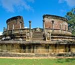 Sri Lanka, Polonnaruwa: entrance to Vatadage, buddhist temple - UNESCO World Heritage site | Sri Lanka, Polonnaruwa: Eingang zur Vatadage - buddhistische Tempelanlage - UNESCO Weltkulturerbe