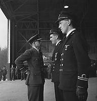 Two Dutch pilots from a Mitchell bomber squadron receive the Distinguished Flying Cross (DFC) award. Air Vice Marshall B.E. Embry congratulates the two Dutch officers Date: February 18, 1944 Location: Great Britain