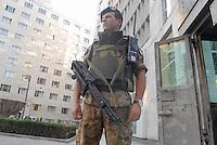 - soldiers in security service in front of U.S. consulate in Milan....- militari  in servizio di sicurezza davanti al consolato USA di Milano