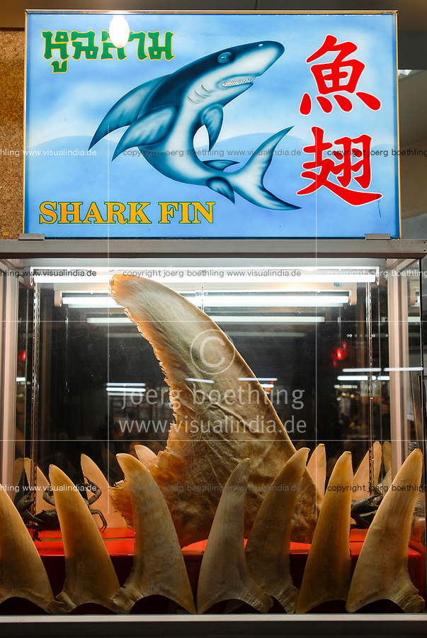 Thailand Bangkok, restaurant in China Town offers shark fin<br /> / Thailand Bangkok, Restaurant in der Chinatown bietet Gerichte mit Haifischflossen an, Haifisch zaehlt zu bedrohten