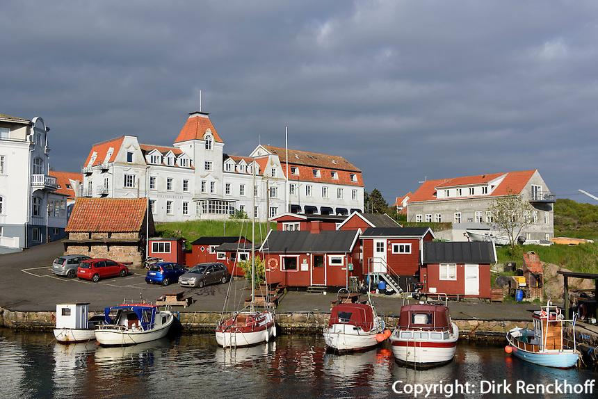 Hotels am Hafen von Sandvig auf der Insel Bornholm, Dänemark, Europa<br /> Hotels at port of Sandvig, Isle of Bornholm, Denmark