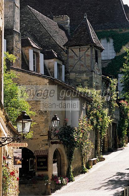 Europe/France/Aquitaine/24/Dordogne/Vallée de la Dordogne/Périgord/Périgord Noir/Sarlat-la-Canéda: La rue Montaigne