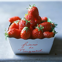 Europe/France/Bretagne/29/Finistère/Plougastel-Daoulas:Fraises de Plougastel -Stylisme Valérie Lhomme //   France, Finistere, Plougastel Daoulas, Plougastel strawberries (design by Valerie Lhomme)