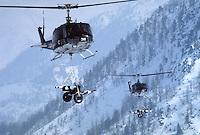 - mountain troops of Taurinense brigade during winter training at Col Busson (Susa valley), transport with helicopter of 105 mm howitzers....- alpini della brigata Taurinense durante esercitazione invernale a  Col Busson (Val di Susa), elitrasporto di obici da 105 mm
