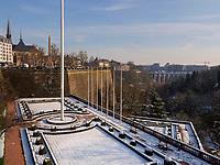 Blick von Place de la Constitutio auf Vallee de la Petrusse, Luxemburg-City, Luxemburg, Europa, UNESCO-Weltkulturerbe<br /> View from Place de la Constitutio onVallee de la Petrusse, Luxembourg City, Europe, UNESCO Heritage Site
