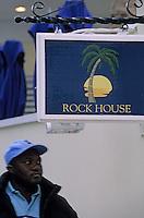 Les Bahamas /Ile d'Eleuthera/Harbour Island/Dunmore Town: Enseigne Rock House hotel décoré par Wallace Tutt
