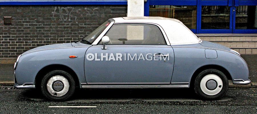 Mini carro estacionado. Londres. Inglaterra. Foto de Manuel Lourenço.