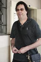 ATENCAO EDITOR: FOTO EMBARGADA PARA VEICULOS INTERNACIONAIS - SAO PAULO, SP, 28 DE OUTUBRO 2012 - ELEICOES 2012 - WALTER CASAGRANDE - O ex jogador de futebol Walter Casagrande, comparece para votar em São Paulo,  no colegio PUC, regiao da  zona oeste da capital, nessa manha de domingo, 28- FOTO LOLA OLIVEIRA - BRAZIL PHOTO PRESS
