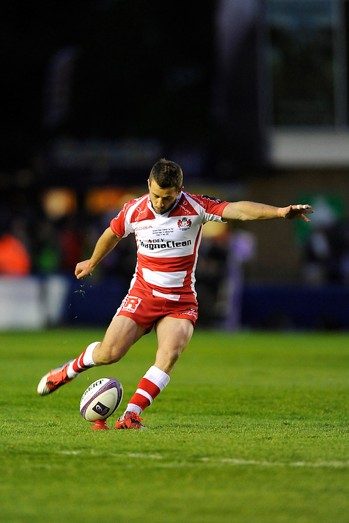 Greig Laidlaw of Gloucester Rugby takes a penalty kick