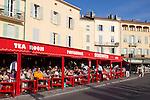France, Provence-Alpes-Côte d'Azur, Saint-Tropez: Cafes by harbour | Frankreich, Provence-Alpes-Côte d'Azur, Saint-Tropez: Restaurants, Cafes am Hafen