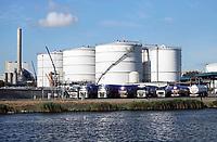 Nederland Amsterdam 2018. Opslagtanks langs het Noordzeekanaal . Foto Berlinda van Dam / Hollandse Hoogte