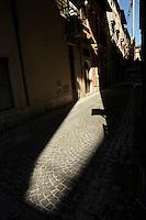 L'Aquila, ombre e luci.L'Aquila, shadows and lights.