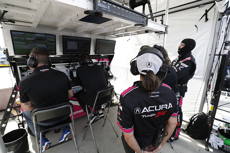 #60: Meyer Shank Racing w/Curb-Agajanian Acura DPi, DPi: Olivier Pla, Dane Cameron, crew members