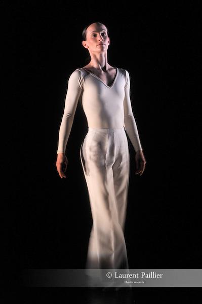 DANCE<br /> <br /> Chorégraphie : CHILDS Lucinda<br /> Compagnie : Ballet de l'Opéra National du Rhin<br /> Décor : LEWITT Sol <br /> Lieu : Théâtre de la Ville<br /> Ville : Paris<br /> Le : 14 04 2010<br /> © Laurent PAILLIER