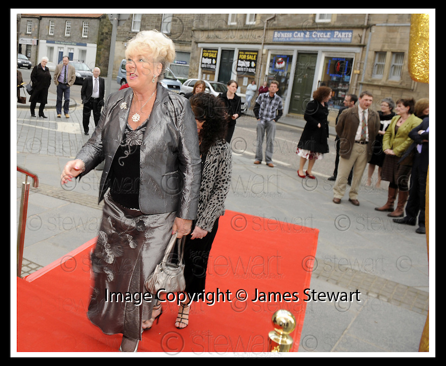 07/04/2009  Copyright Pic: James Stewart.File Name : 08_hippodrome_opening. 7/04/2009  Copyright Pic: James Stewart.File Name : 06_hippodrome_opening. *** FREE FIRST USE WHEN USED IN ASSOCIATION WITH THE OPENING OF THE BO'NESS HIPPODROME*** INVITED GUESTS  ARRIVE AT THE FIRST NIGHT OFFICIAL RE-OPENING OF THE HIPPODROME IN BO'NESS.....James Stewart Photography 19 Carronlea Drive, Falkirk. FK2 8DN      Vat Reg No. 607 6932 25.Telephone      : +44 (0)1324 570291 .Mobile              : +44 (0)7721 416997.E-mail  :  jim@jspa.co.uk.If you require further information then contact Jim Stewart on any of the numbers above.........