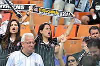 SÃO PAULO, SP, 04 DE DEZEMBRO DE 2011 - CAMPEONATO BRASILEIRO - CORINTHIANS x PALMEIRAS - Torcedoras antes da  partida Corinthians x Palmeiras válida pela 38ª rodada do Campeonato Brasileiro no Estádio Paulo Machado de Carvalho (Pacaembu). FOTO: LEVI BIANCO - NEWS FREE