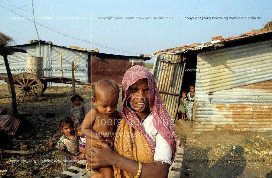 INDIA Gujarat, by Narmada dams displaced Adivasi the indian tribal people, in new resettlement with poor resources /  INDIEN Gujerat , umgesiedelte Adivasi , die durch Narmada Staudaemme ihrer Doerfer an der Narmada verloren haben