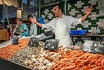 Spanien, Andalusien, Provinz Cádiz, Jerez de la Frontera: Markt, Fischverkaeufer, Fische    Spain, Andalusia, Province Cádiz, Jerez de la Frontera: market, fishmonger