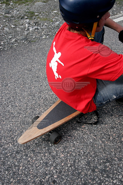 A longboard is usually quite slim and has a pointy end. The first ever Norwegian Longboarding Championship was held during the Extreme Sport Week, an annual event that draws adrenalin junkies to the small Norwegian mountain town of Voss. © Fredrik Naumann